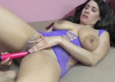 Nicole Paris pleasures her plump pussy